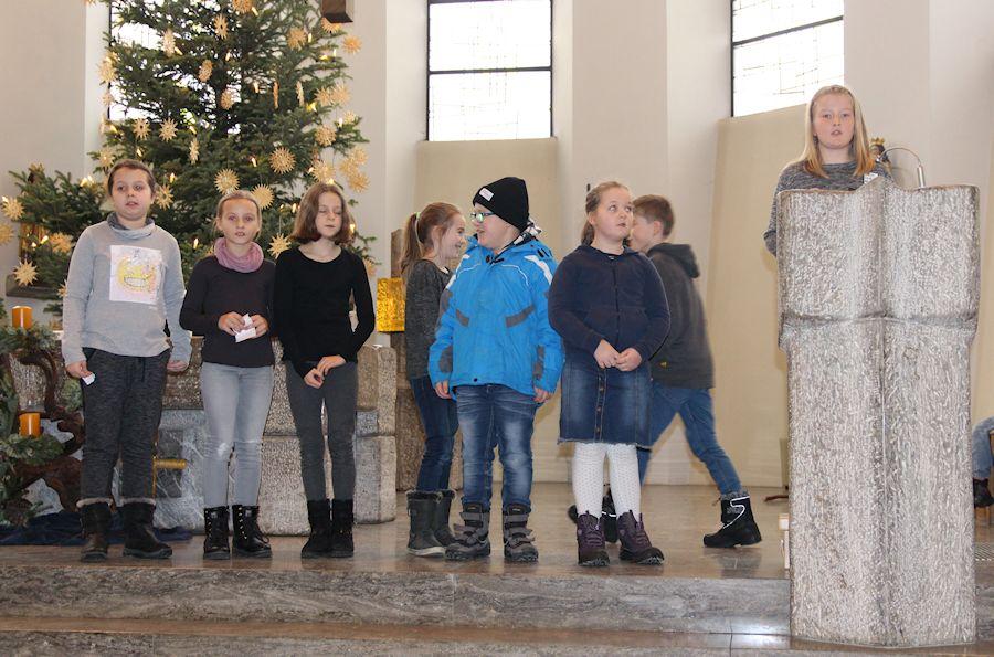 Weihnachtsfeier_in_der_Kirche